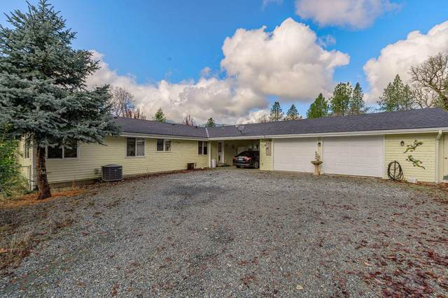 2072 E Evans Creek Road, Rogue River, OR 97537 (MLS #220113045) :: Top Agents Real Estate Company