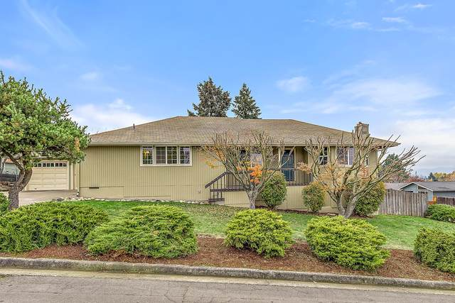 2208 College Way, Medford, OR 97504 (MLS #220113095) :: Premiere Property Group, LLC