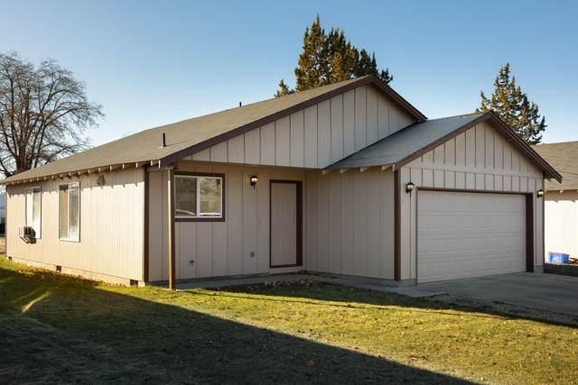 1722 SW Kalama Avenue, Redmond, OR 97756 (MLS #220113154) :: Team Birtola | High Desert Realty