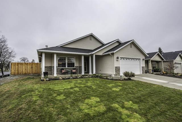 2060 Grey Eagle Drive, Medford, OR 97501 (MLS #220113287) :: Coldwell Banker Bain