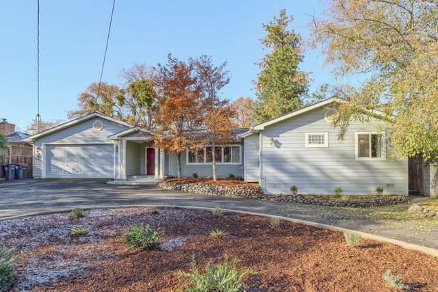 324 Highland Drive, Medford, OR 97504 (MLS #220113293) :: Coldwell Banker Bain