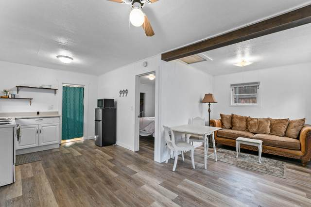 210 NE 10th Street, Madras, OR 97741 (MLS #220113383) :: Premiere Property Group, LLC