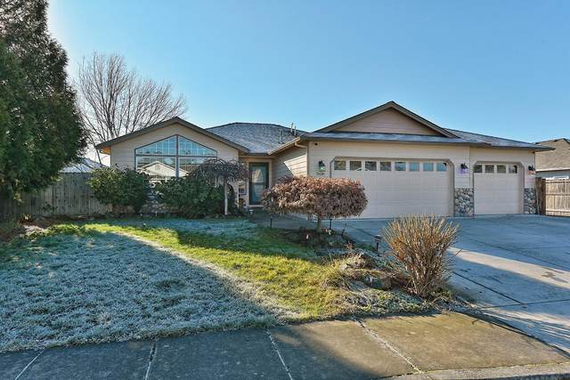 2628 Rabun Way, Central Point, OR 97502 (MLS #220113403) :: Coldwell Banker Sun Country Realty, Inc.