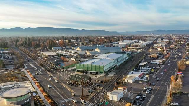 18 W Stewart Avenue, Medford, OR 97501 (MLS #220113584) :: Chris Scott, Central Oregon Valley Brokers