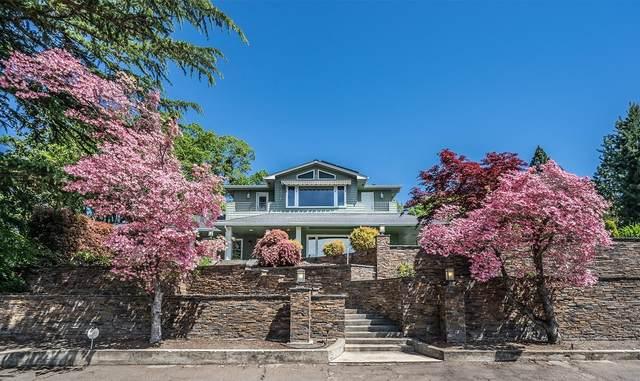 230 Saginaw Drive, Medford, OR 97504 (MLS #220113946) :: Berkshire Hathaway HomeServices Northwest Real Estate