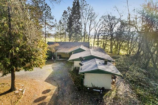 5450 Upper River Road, Grants Pass, OR 97526 (MLS #220114238) :: Premiere Property Group, LLC