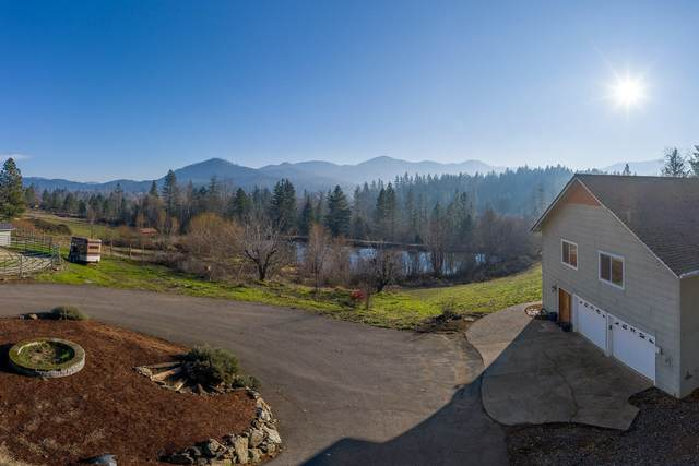 3160 Walnut Avenue, Grants Pass, OR 97527 (MLS #220114288) :: The Payson Group