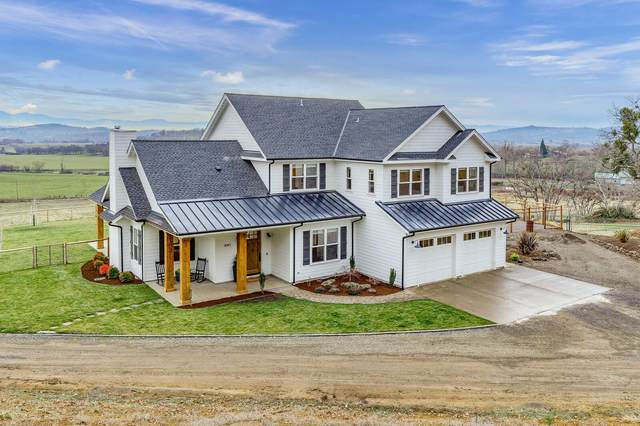3043 Brophy Road, Eagle Point, OR 97524 (MLS #220114326) :: Premiere Property Group, LLC