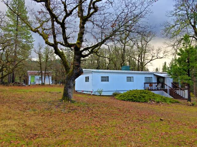 405 Bond Road, Shady Cove, OR 97539 (MLS #220114700) :: Premiere Property Group, LLC