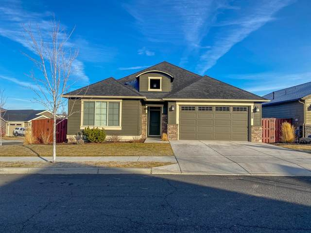 851 NE Steins Pillar Drive, Prineville, OR 97754 (MLS #220114739) :: Fred Real Estate Group of Central Oregon