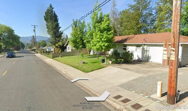 1408 NE 10th Street, Grants Pass, OR 97526 (MLS #220114931) :: The Ladd Group