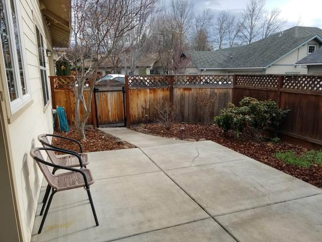 812 Boulder Creek Lane, Ashland, OR 97520 (MLS #220114959) :: Premiere Property Group, LLC