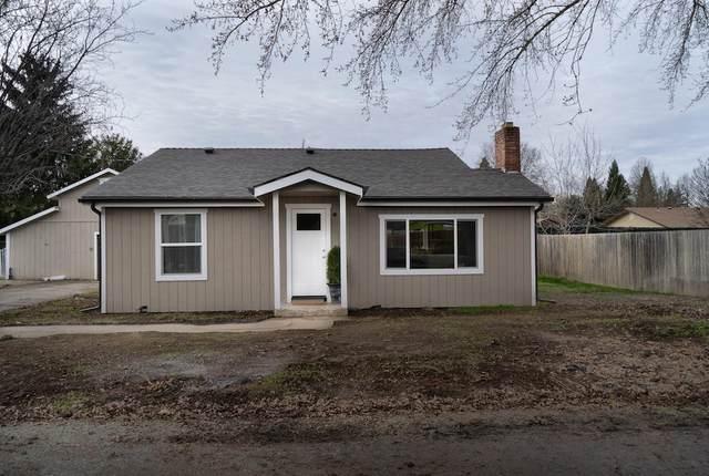 2032 SW Nebraska Avenue, Grants Pass, OR 97527 (MLS #220114998) :: The Payson Group