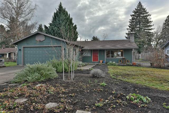 627 Ipson Drive, Medford, OR 97501 (MLS #220115003) :: Bend Relo at Fred Real Estate Group
