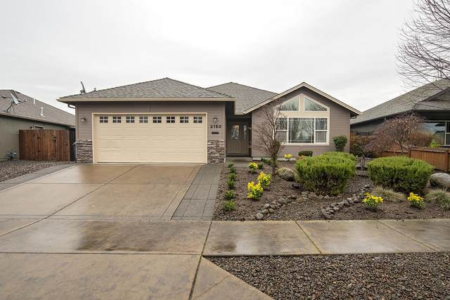 2150 Kingswood Drive, Medford, OR 97501 (MLS #220115035) :: Bend Homes Now