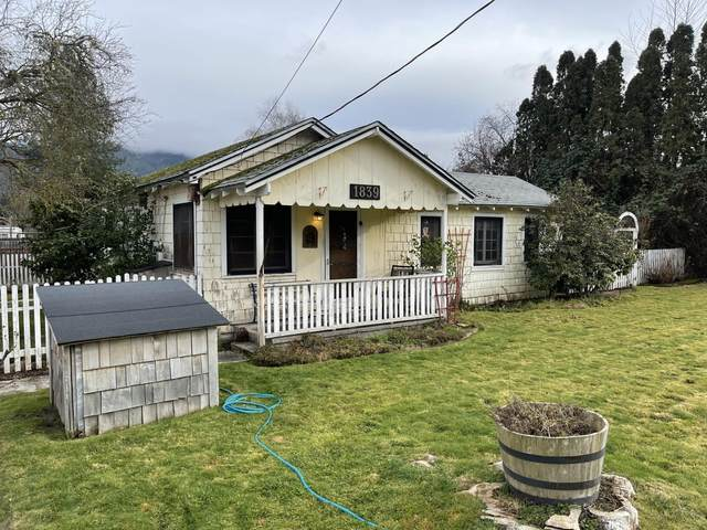 1839 Gaffney Way, Grants Pass, OR 97527 (MLS #220115073) :: The Payson Group