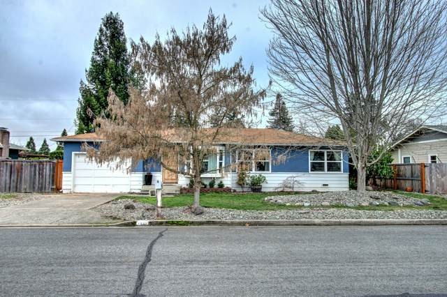 1022 SE Belle Aire Drive, Grants Pass, OR 97526 (MLS #220115084) :: The Ladd Group