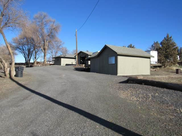 1833 SW Hwy 97, Madras, OR 97741 (MLS #220115102) :: The Payson Group