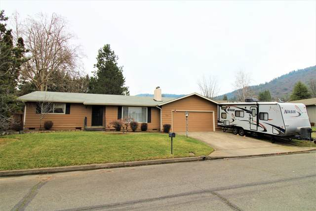 1020 NE Pepperwood Drive, Grants Pass, OR 97526 (MLS #220115115) :: The Ladd Group