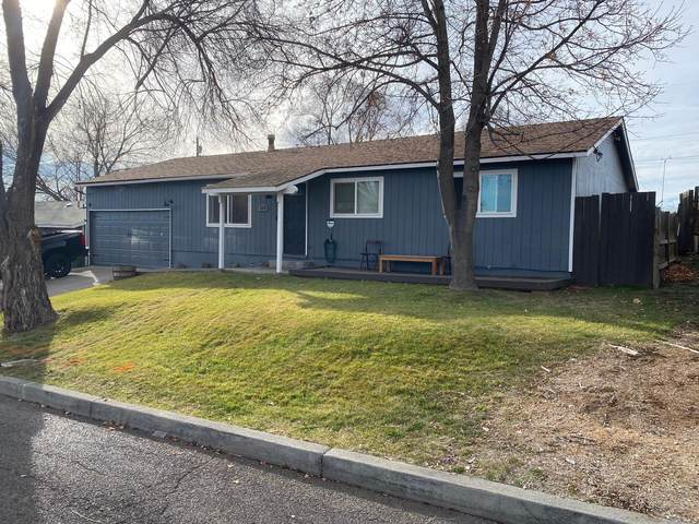 320 NE 9th Street, Madras, OR 97741 (MLS #220115123) :: Fred Real Estate Group of Central Oregon