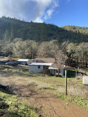 5954 Castle Terrace Drive, Central Point, OR 97502 (MLS #220115174) :: The Ladd Group