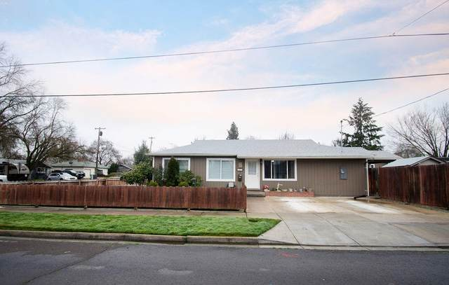 903 Winchester Avenue, Medford, OR 97501 (MLS #220115193) :: The Ladd Group
