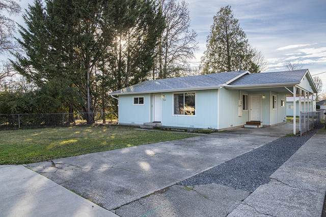 932 SW Laurel Street, Grants Pass, OR 97526 (MLS #220115195) :: The Ladd Group