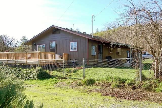 5474 Cloverlawn Drive, Grants Pass, OR 97527 (MLS #220115228) :: Team Birtola   High Desert Realty