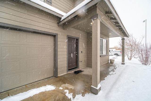 3713 SW Pumice Stone Avenue, Redmond, OR 97756 (MLS #220115230) :: Fred Real Estate Group of Central Oregon