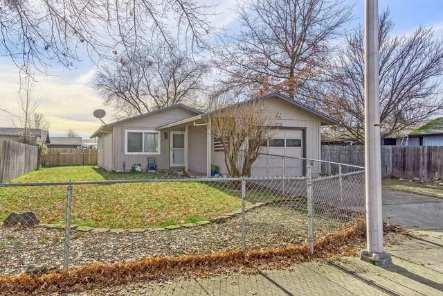 2436 Flanders Street, White City, OR 97503 (MLS #220115308) :: Berkshire Hathaway HomeServices Northwest Real Estate