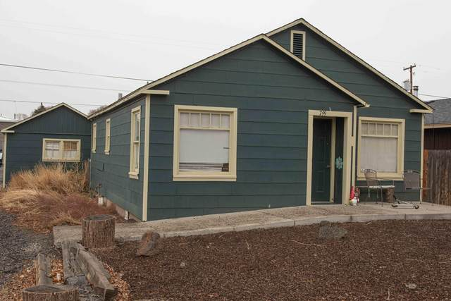 799 NW 2nd Street, Prineville, OR 97754 (MLS #220115370) :: Berkshire Hathaway HomeServices Northwest Real Estate