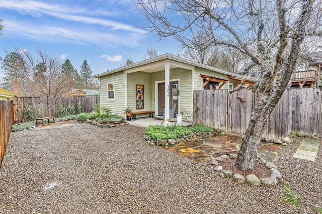 306 Garfield Street, Ashland, OR 97520 (MLS #220115388) :: Top Agents Real Estate Company