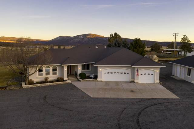 25010 Bedfield Cemetery Road, Klamath Falls, OR 97603 (MLS #220115421) :: The Riley Group