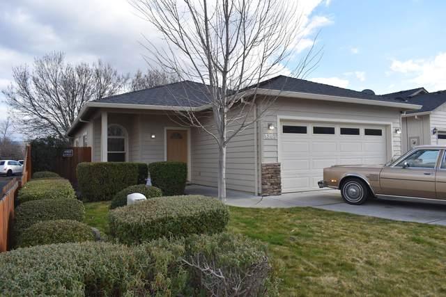 1367 Clearsprings Drive, Medford, OR 97501 (MLS #220115441) :: Berkshire Hathaway HomeServices Northwest Real Estate