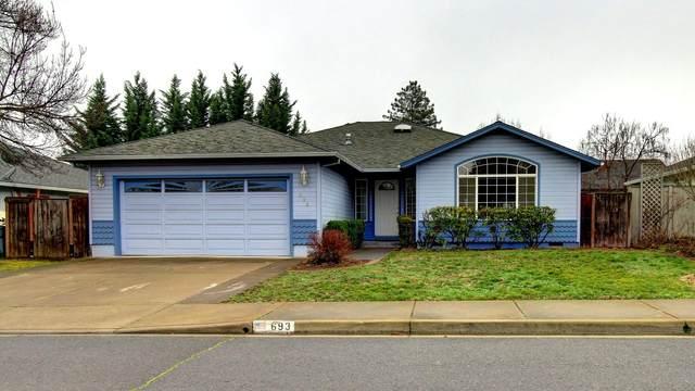 693 Shadow Wood Drive, Medford, OR 97501 (MLS #220115463) :: Stellar Realty Northwest