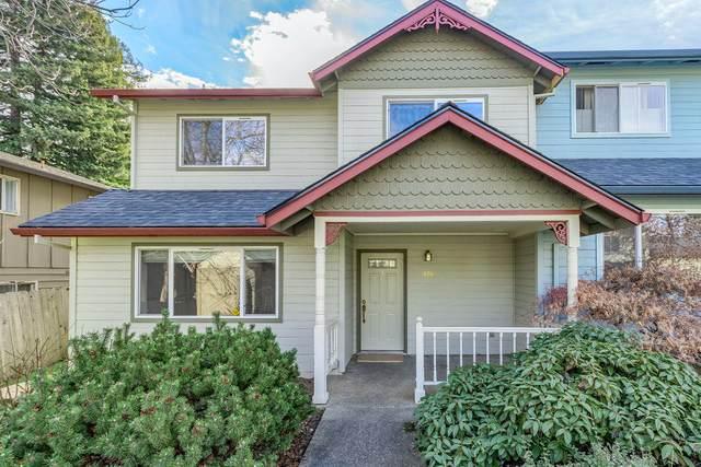 426 Chestnut Street, Ashland, OR 97520 (MLS #220115490) :: Central Oregon Home Pros