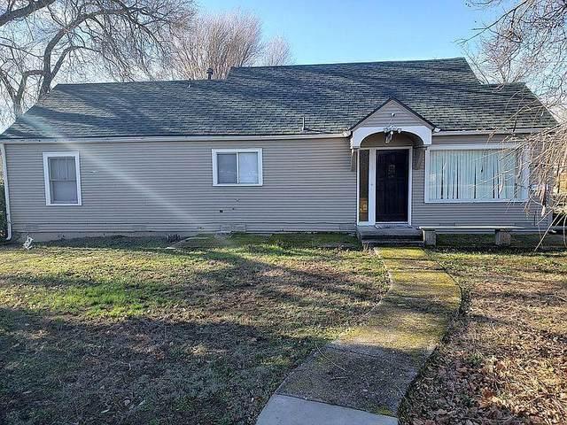 437 N Ross Lane, Medford, OR 97501 (MLS #220115554) :: Berkshire Hathaway HomeServices Northwest Real Estate