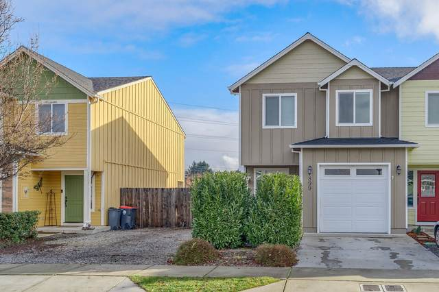 897-899 Silver Fox Drive, Central Point, OR 97502 (MLS #220115603) :: Team Birtola | High Desert Realty