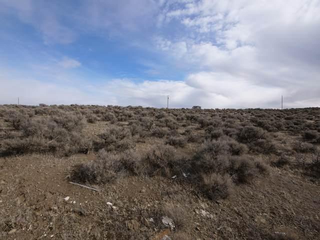 34 Brooks Street, Christmas Valley, OR 97641 (MLS #220115617) :: Team Birtola | High Desert Realty