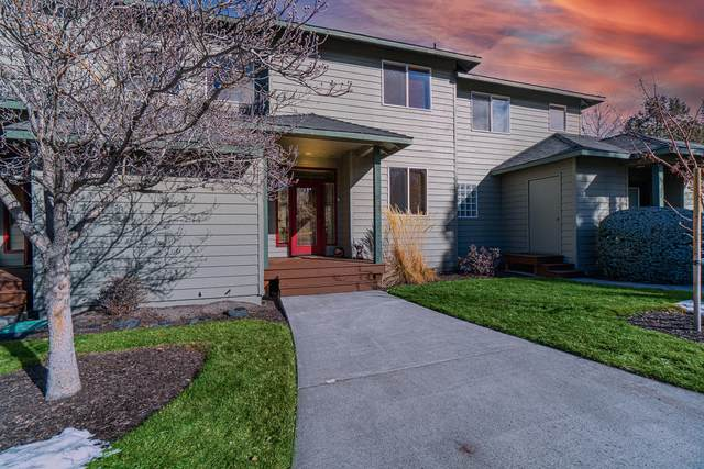 1020 Golden Pheasant Drive, Redmond, OR 97756 (MLS #220115966) :: The Ladd Group