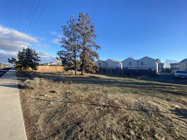 3040 SW Obsidian Avenue, Redmond, OR 97756 (MLS #220116064) :: Fred Real Estate Group of Central Oregon