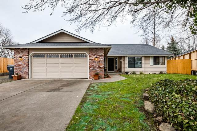 2209 Creston Court, Medford, OR 97504 (MLS #220116354) :: The Ladd Group