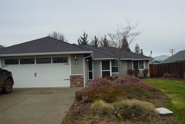 1515 W Harbeck Road, Grants Pass, OR 97527 (MLS #220116409) :: Central Oregon Home Pros