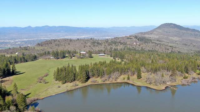 7565 Hillcrest Road Road, Medford, OR 97504 (MLS #220116788) :: Berkshire Hathaway HomeServices Northwest Real Estate