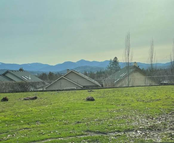 1109 NW E Street, Grants Pass, OR 97526 (MLS #220116855) :: Bend Homes Now