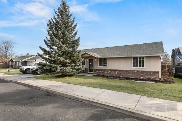 956 NW Redwood Avenue, Redmond, OR 97756 (MLS #220117015) :: Top Agents Real Estate Company