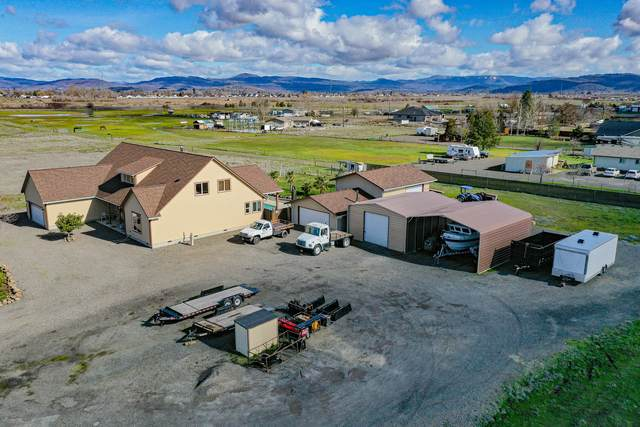 6816 Lakeview Drive, Central Point, OR 97502 (MLS #220117069) :: The Ladd Group