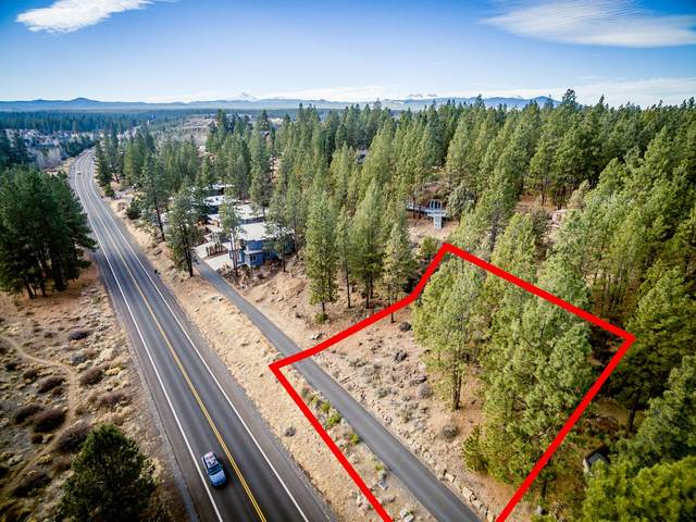 19520 SW Century Drive, Bend, OR 97702 (MLS #220117077) :: The Riley Group