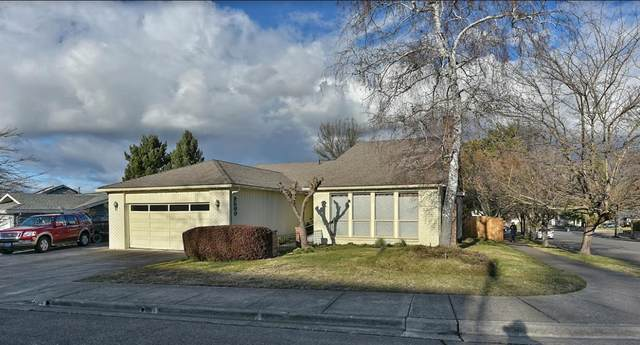2500 Huntington Lane, Medford, OR 97504 (MLS #220117117) :: The Ladd Group