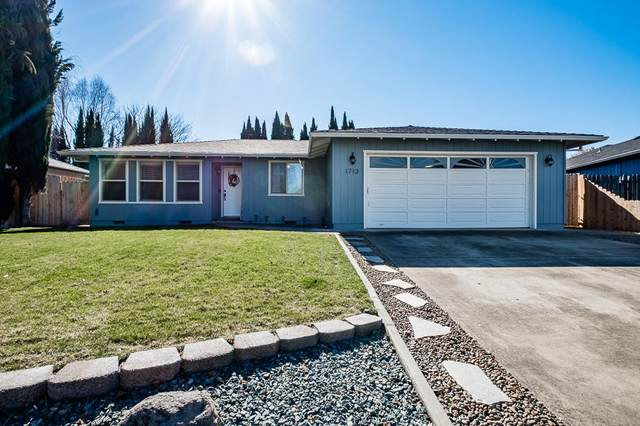 1713 Tara Circle, Central Point, OR 97502 (MLS #220117227) :: Berkshire Hathaway HomeServices Northwest Real Estate